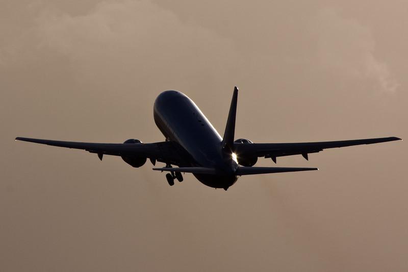 Thomson Airways 737-800 G-CDZL.<br /> By David Bladen.