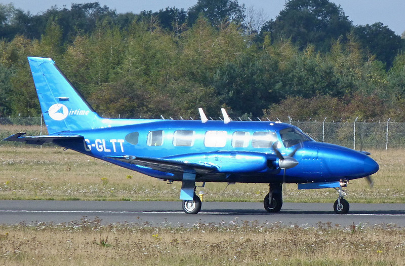 Piper PA-31-350 Navajo Chieftain  G-GLTT<br /> By Clive Featherstone.