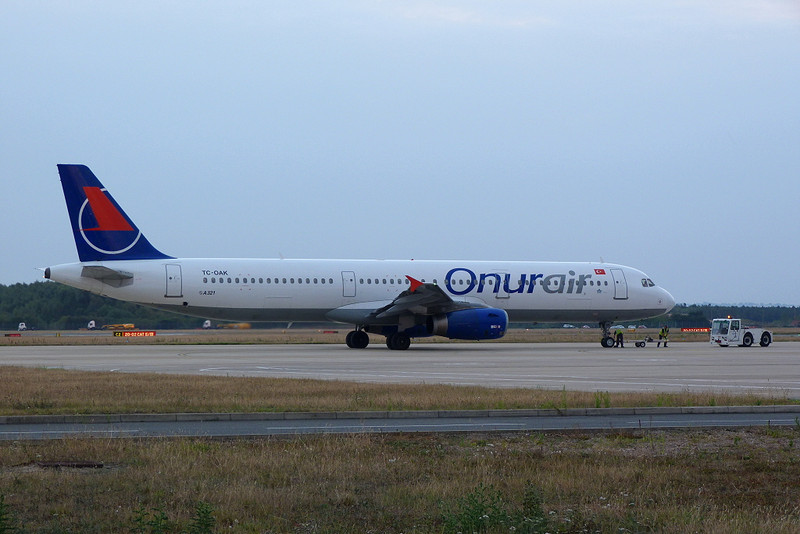 Onur Air Airbus A321-231 TC-OAK<br /> By Clive Featherstone.