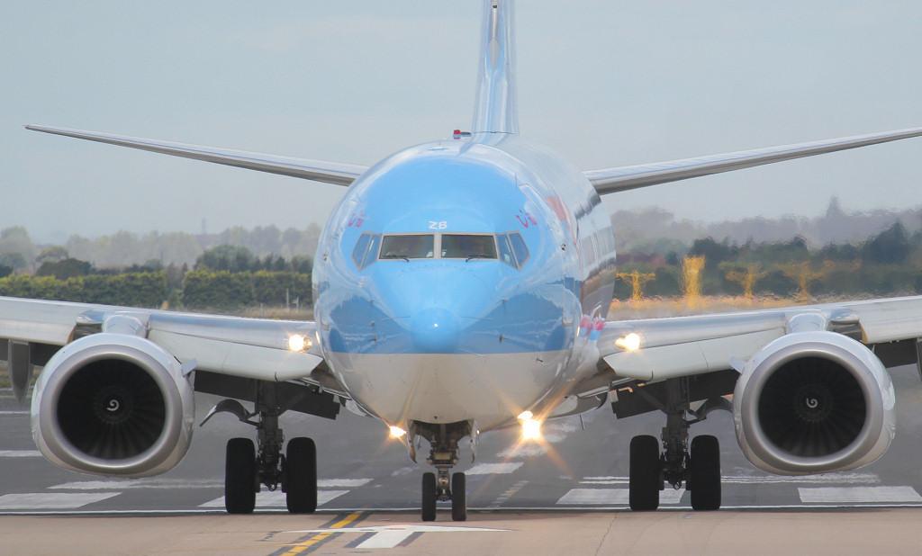 Thomson Airways 737-800 G-FDZB.<br /> By Jim Calow.