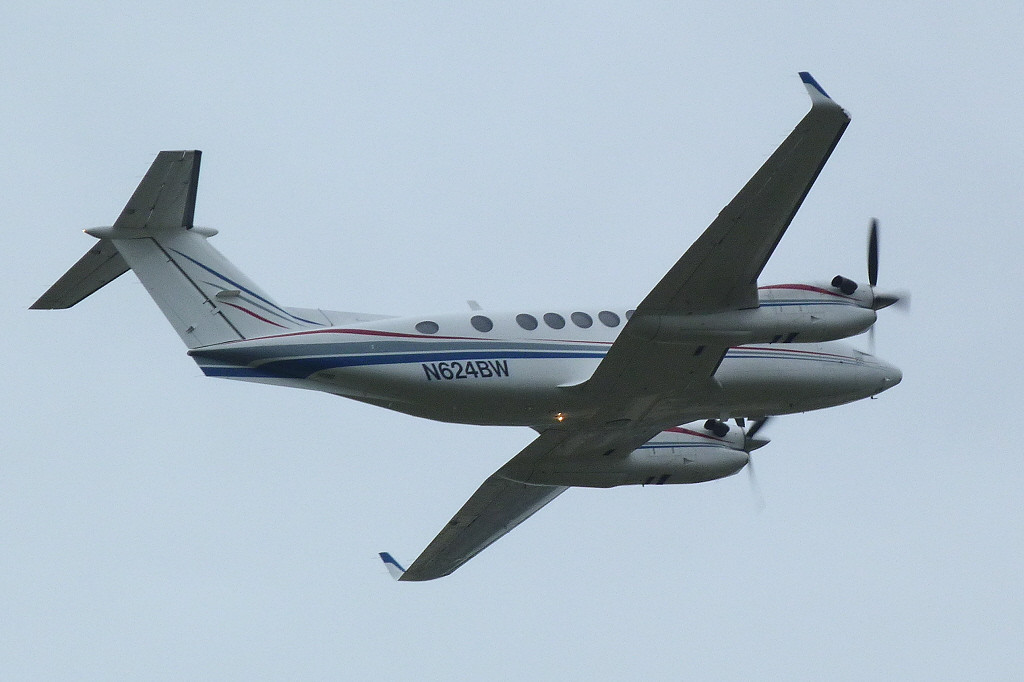 Beech King Air 350 N642WB ex F-GTEM <br /> By Clive Featherstone.