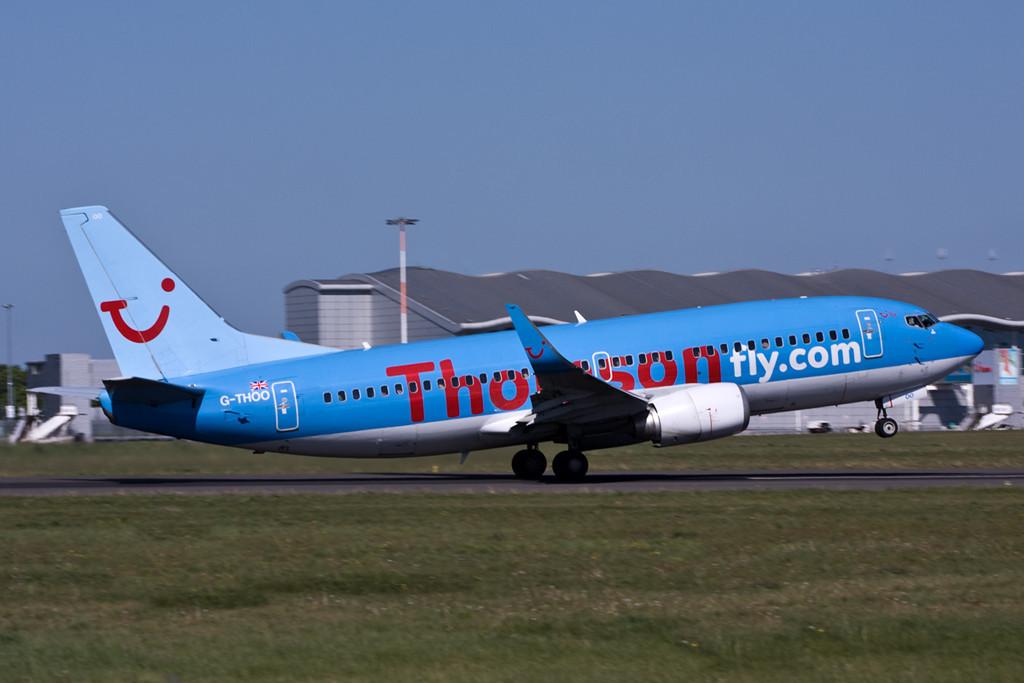 Thomson Airways 737-300  G-THOO<br /> By David Bladen.