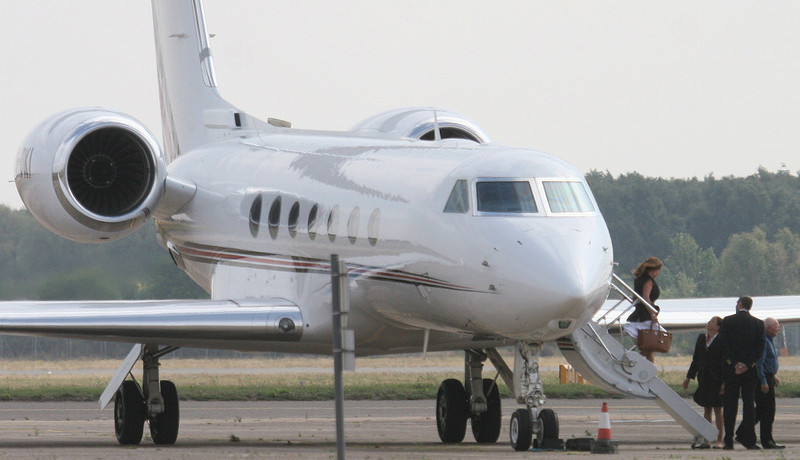 Netjets Gulfstream G550  CS-DKI drops off a full compliment of pax<br /> By Correne Calow.