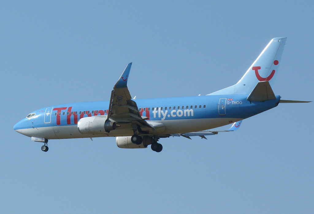 Thomson Airways 737-300 G-THOO<br /> By Clive Featherstone.