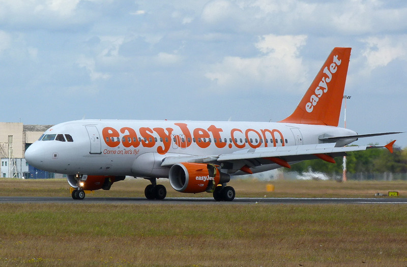 Easyjet A319 G-EZIV at DSA for training.<br /> By Clive Featherstone.