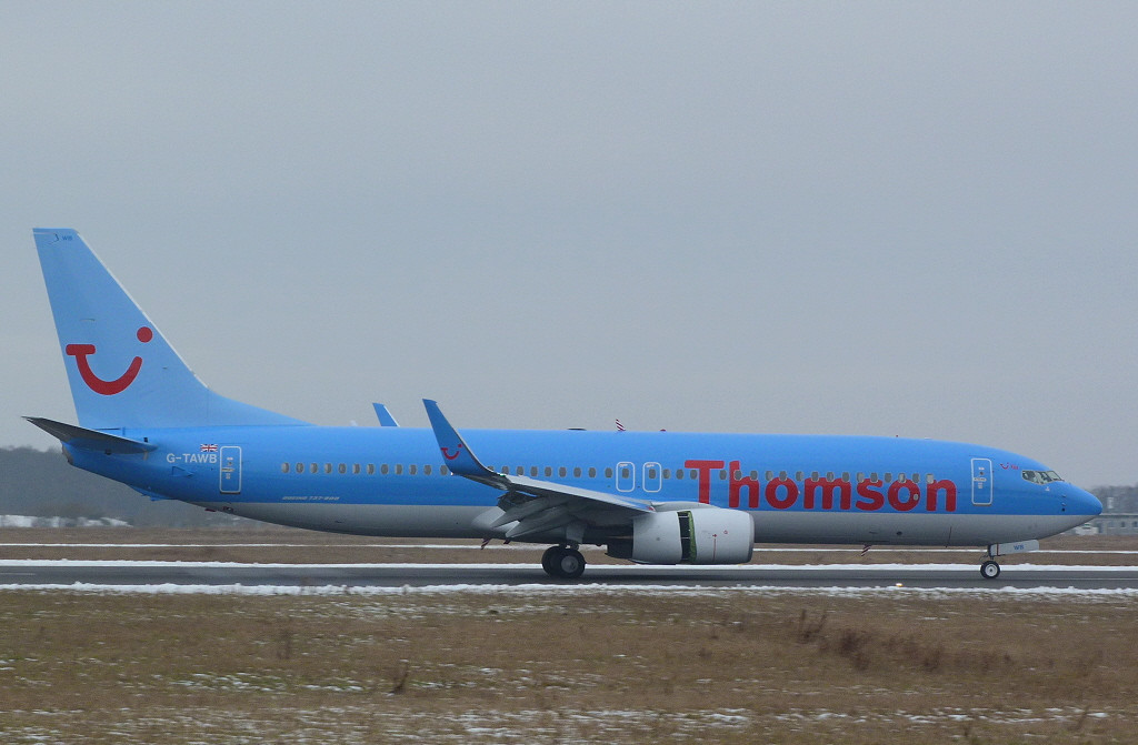Thomson Airways 737-800 G-TAWB.<br /> By Clive Featherstone.