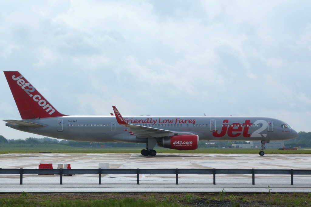 Jet2 757-200 G-LSAC diverted from Leeds.<br /> By Clive Featherstone.