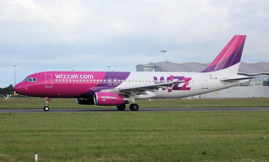 Wizz Air A320 HA-LWI.<br /> By Jim Calow.