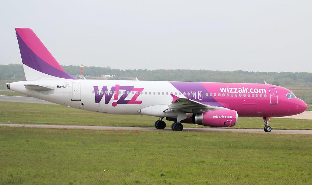 Wizz Air A320 HA-LPR.<br /> By Jim Calow.