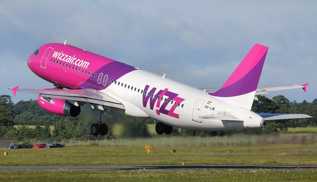 Wizz Air  A320 HA-LWI<br /> By Jim Calow.