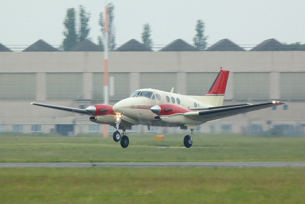 Lasham ATC Ltd Beech C90A King Air, G-BMKD.<br /> By Clive Featherstone.