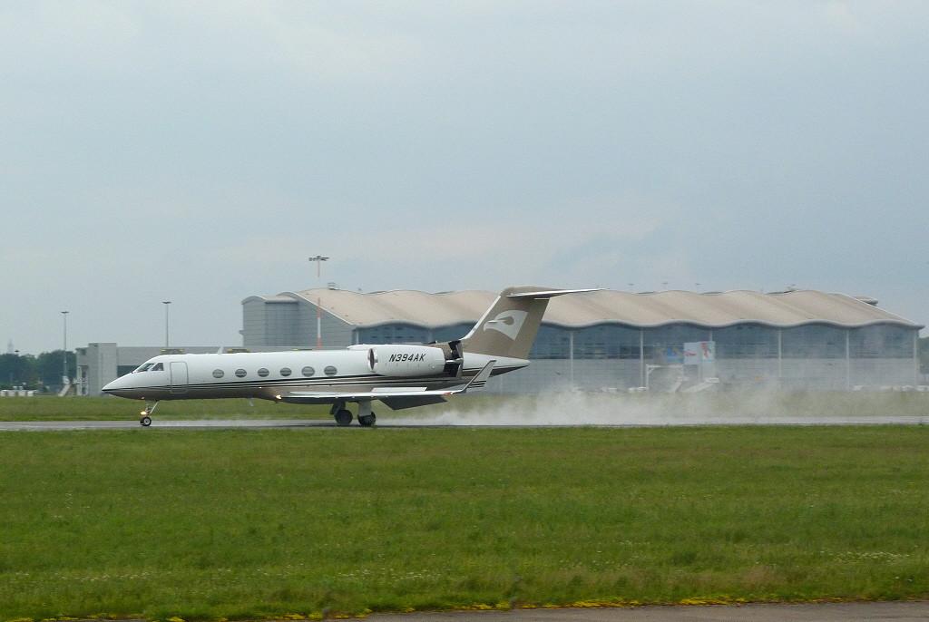 Talon Air Gulfstream G-IVSP, N394AK.<br /> By Clive Featherstone.