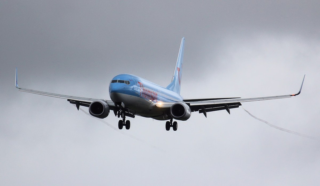 Thomson Airways 737-800 G-FDZW.<br /> By Jim Calow.
