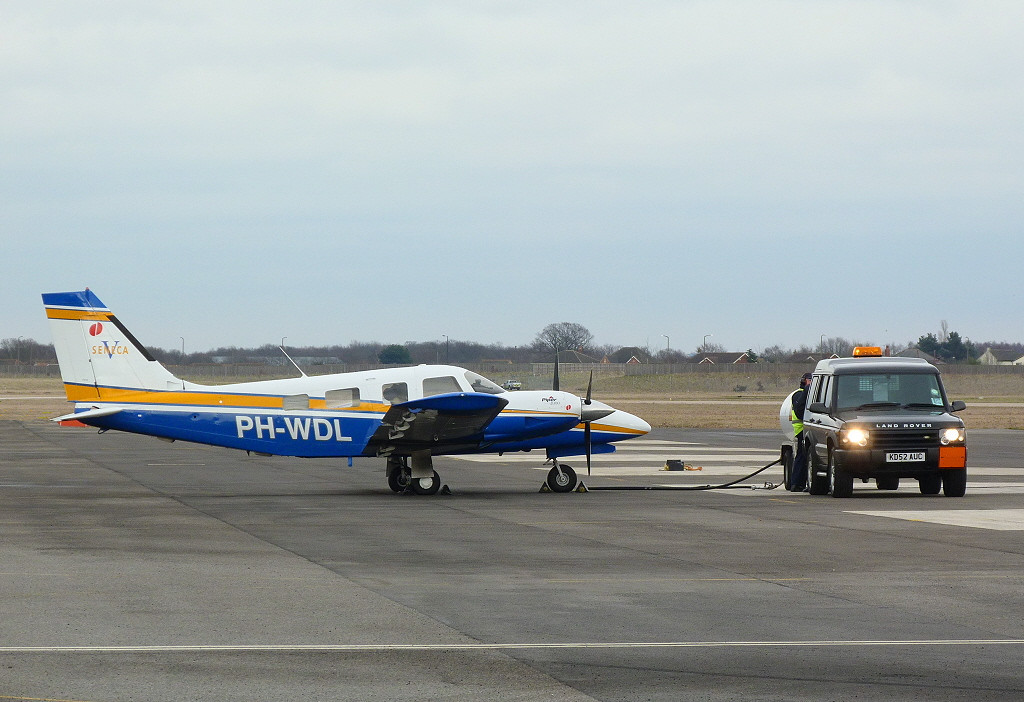 Piper PA-34-220T Seneca V PH-WDL.<br /> By Clive Featherstone.