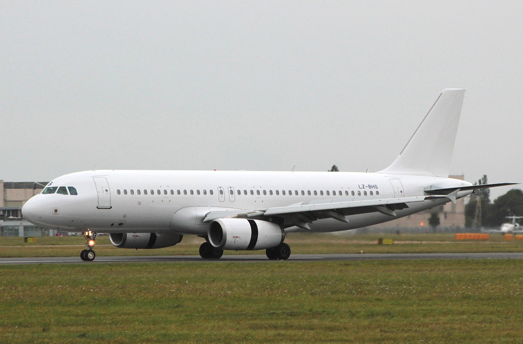 Balkan Holidays A320 LZ-BHG<br /> By Clive Featherstone.