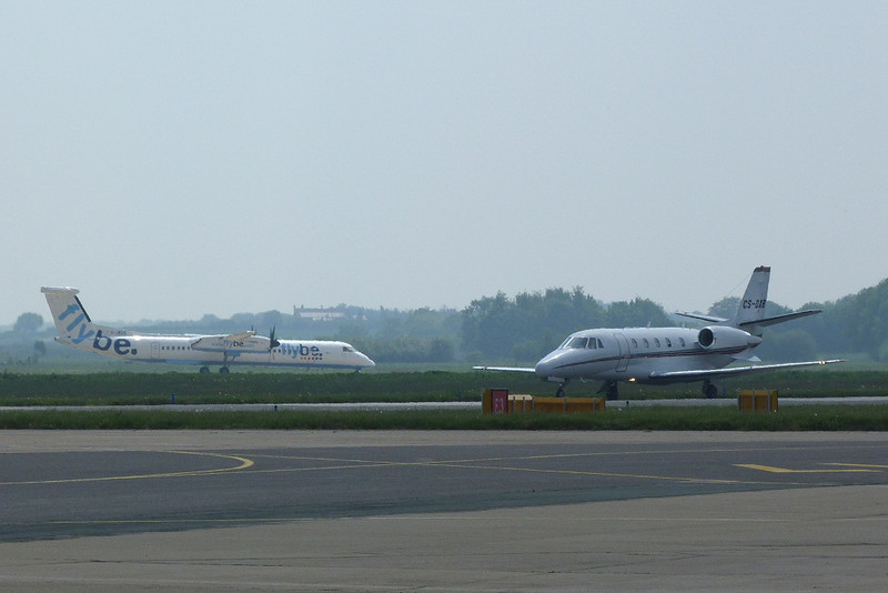 Flybe DHC-8-400 G-JEDO & Netjets Cessna 560XL Citation Excel, CS-DXB.<br /> By Clive Featherstone.