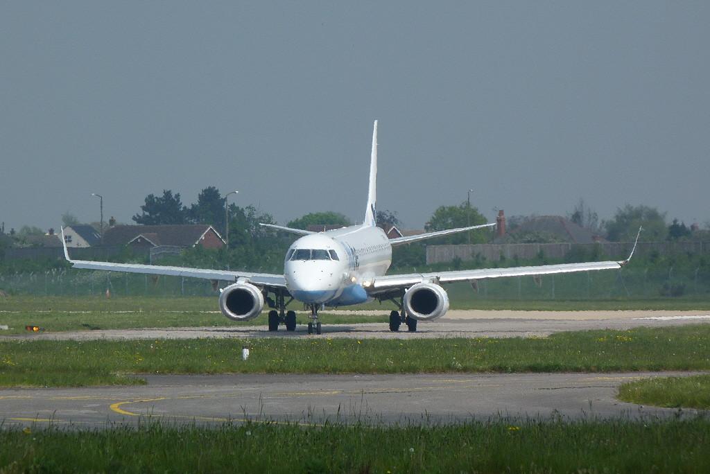 Flybe Embraer ERJ-190-200LR G-FBEK.<br /> By Clive Featherstone.