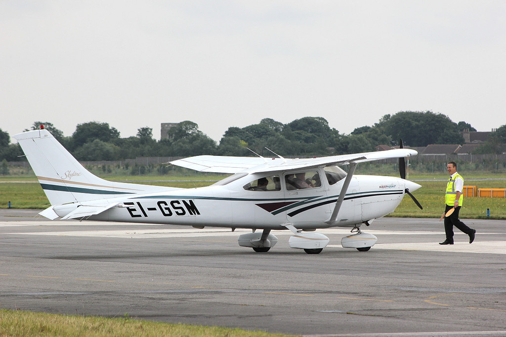 Westpoint Flying Group Ltd Cessna 182S Skylane  EI-GSM <br /> By Clive Featherstone.
