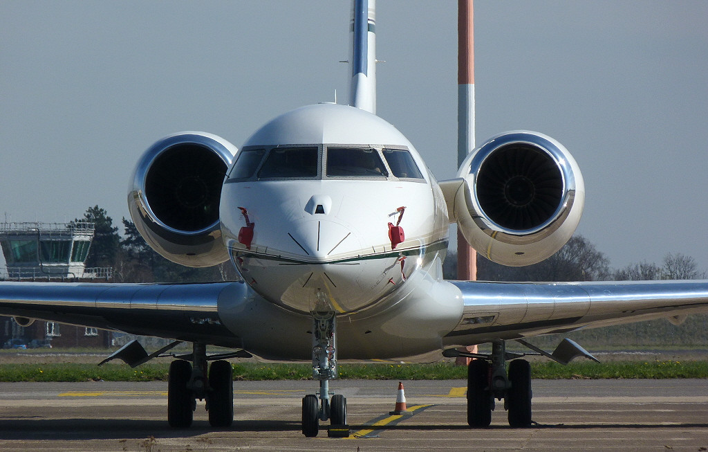 Bombardier BD-700 Global Express N53GX.<br /> By Clive Featherstone.