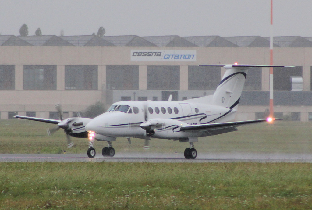 Nyco SA Beech King Air 200 F-GUFP <br /> By Clive Featherstone.