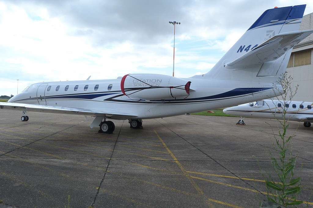 Cessna 680 Sovereign, N448RT.<br /> By Clive Featherstone.