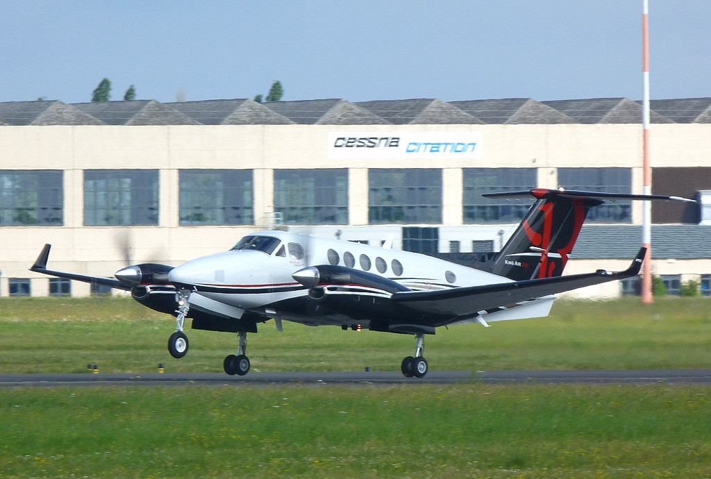B200GT King Air 250, N883KA.<br /> By Clive Featherstone.