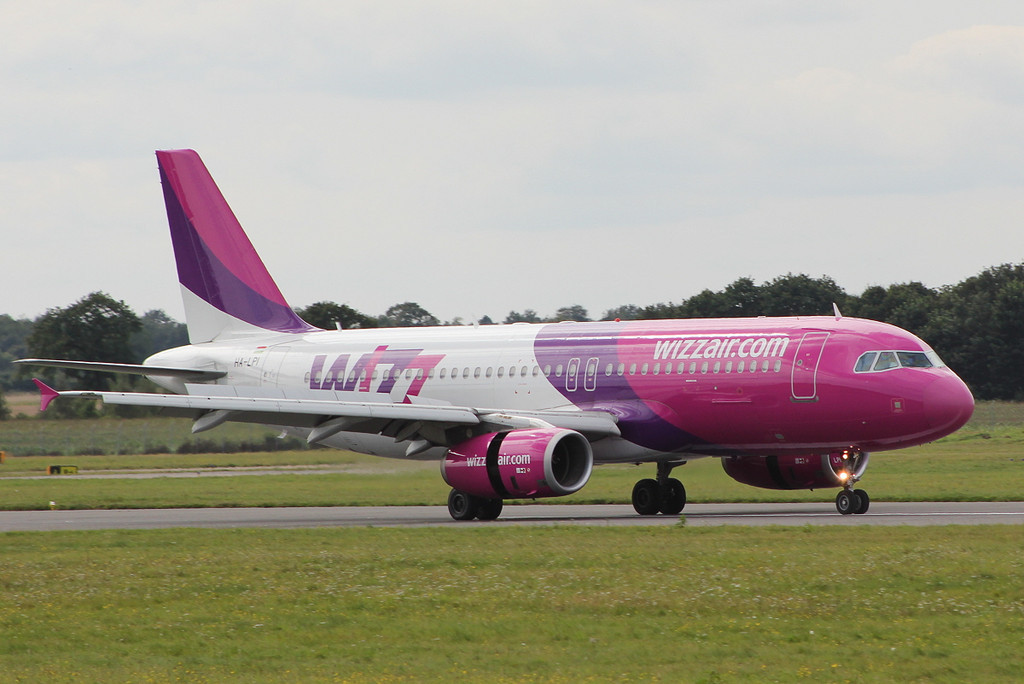 Wizz Air A-320 HA-LPI <br /> By Clive Featherstone.