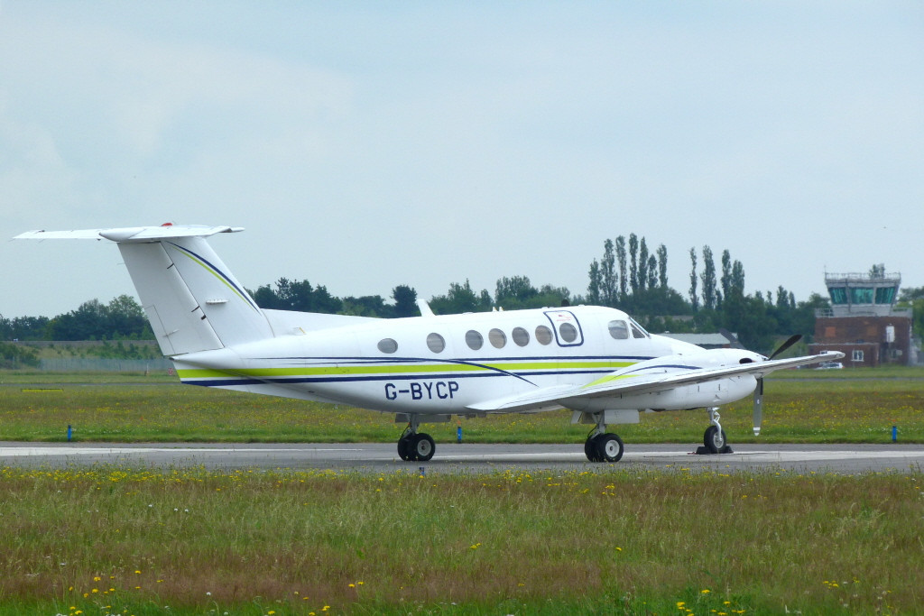 London Executive Aviation Beech B200 Super King Air, G-BYCP.<br /> By Clive Featherstone.