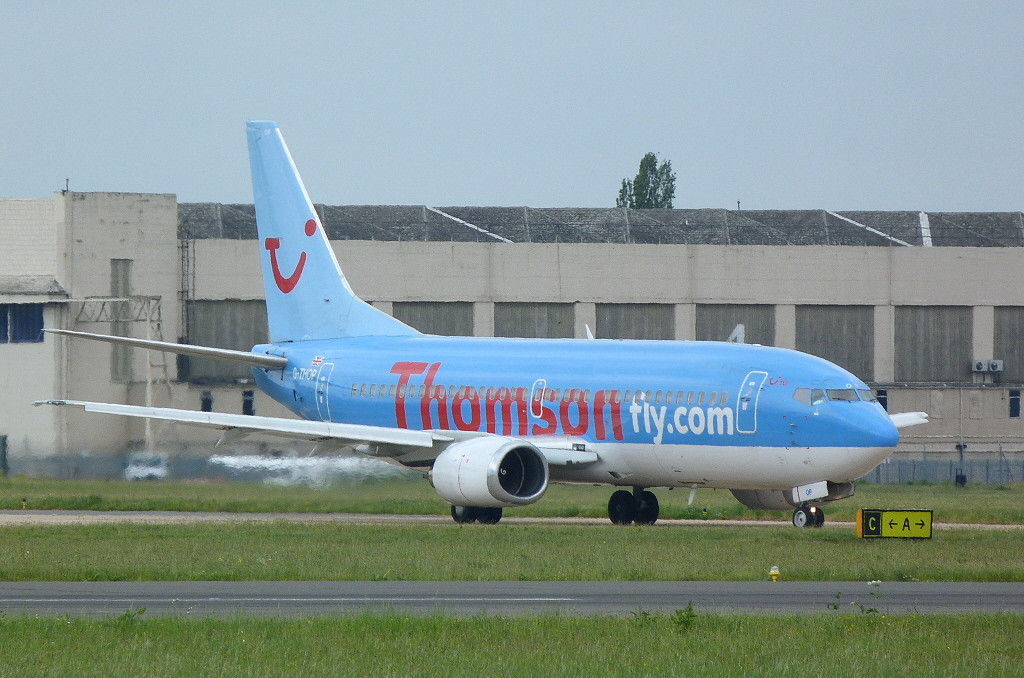 Thomson Airways 737-300 G-THOP.<br /> By Clive Featherstone.
