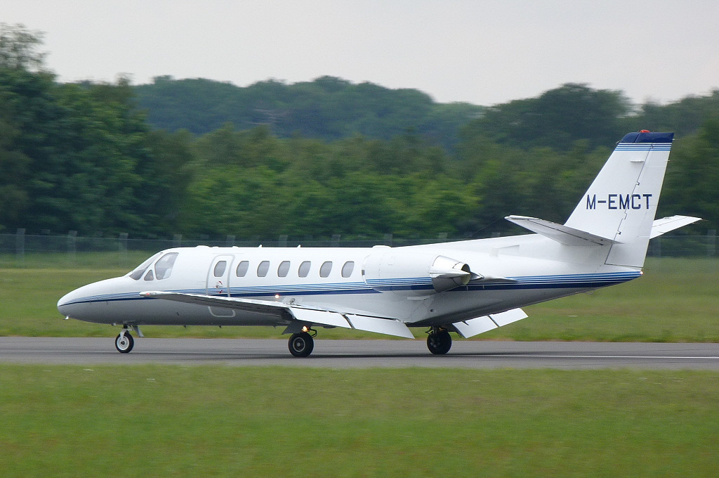 Cessna 560 Ultra M-EMCT arrives for attention at Kinch.<br /> By Clive Featherstone.