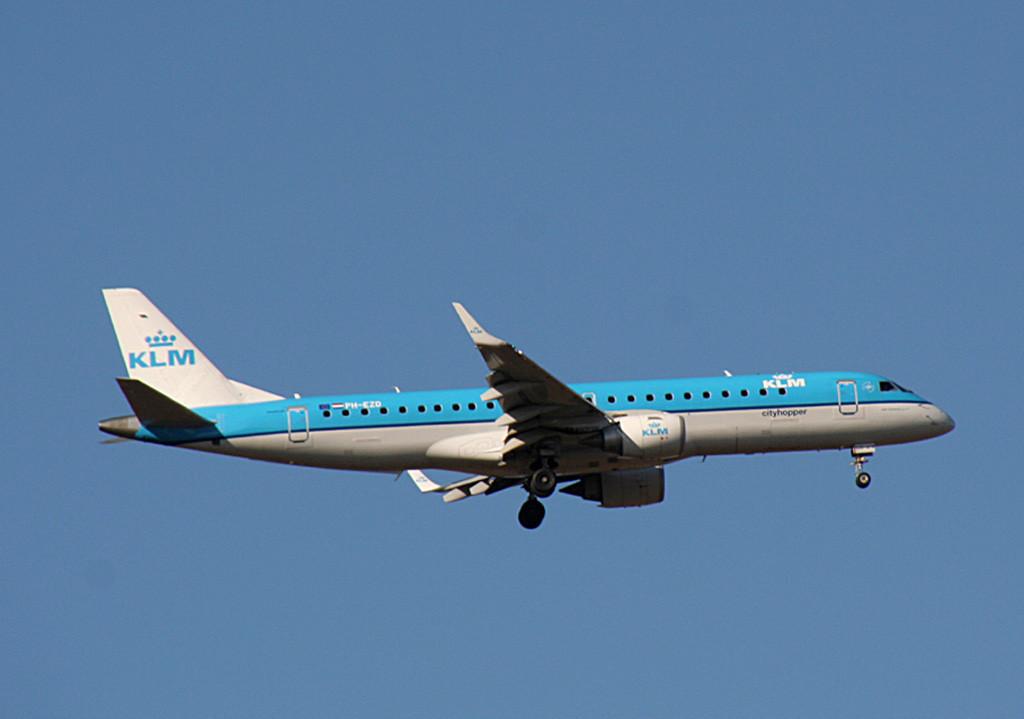 KLM Embraer ERJ-190-100STD PH-EZD.<br /> By Graham Vlacho.
