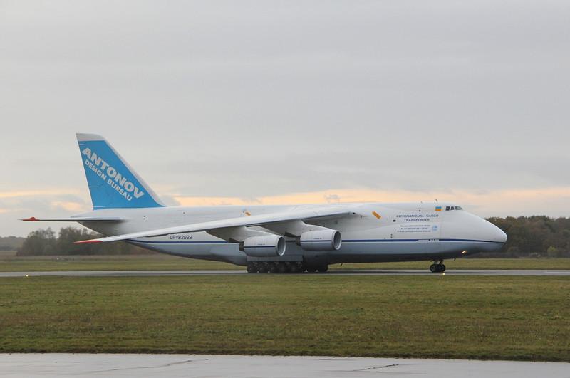 Antonov Design Bureau, An-124-100 UR-82029.<br /> By Clive Featherstone.