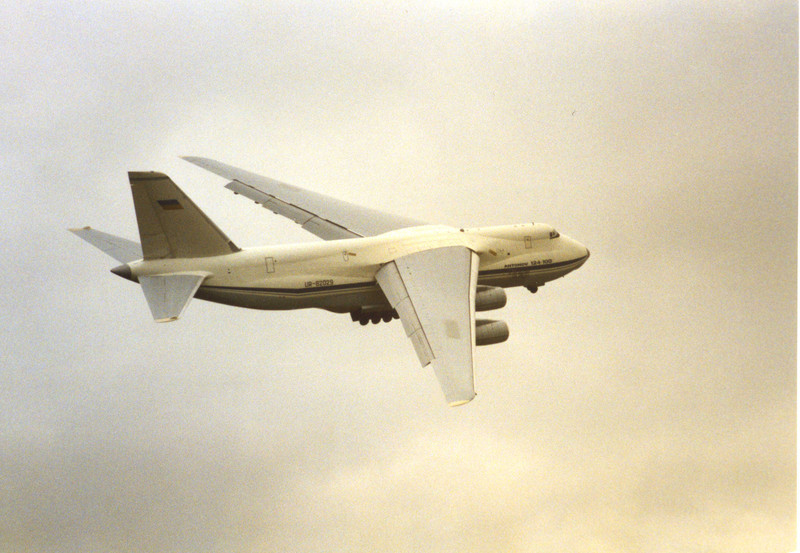 Air Foyle An-124-100 UR-82029.<br /> By Clive Featherstone.