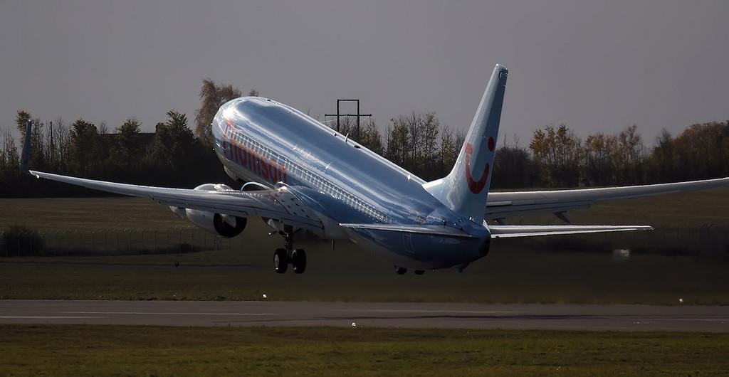 Thomson Airways 737-800 G-TAWJ.<br /> By Jim Calow.