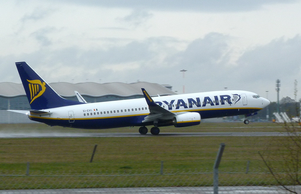 Ryanair Boeing 737-8AS EI-EVC <br /> By Clive Featherstone.