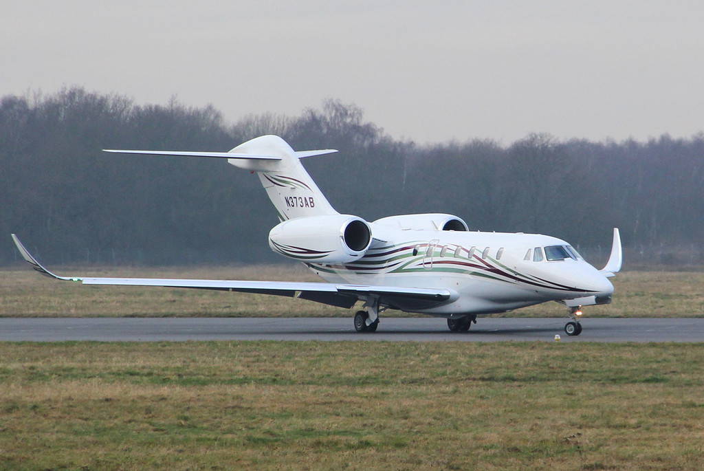 Cessna 750 Citation X N373AB returns safely<br /> By Clive Featherstone.
