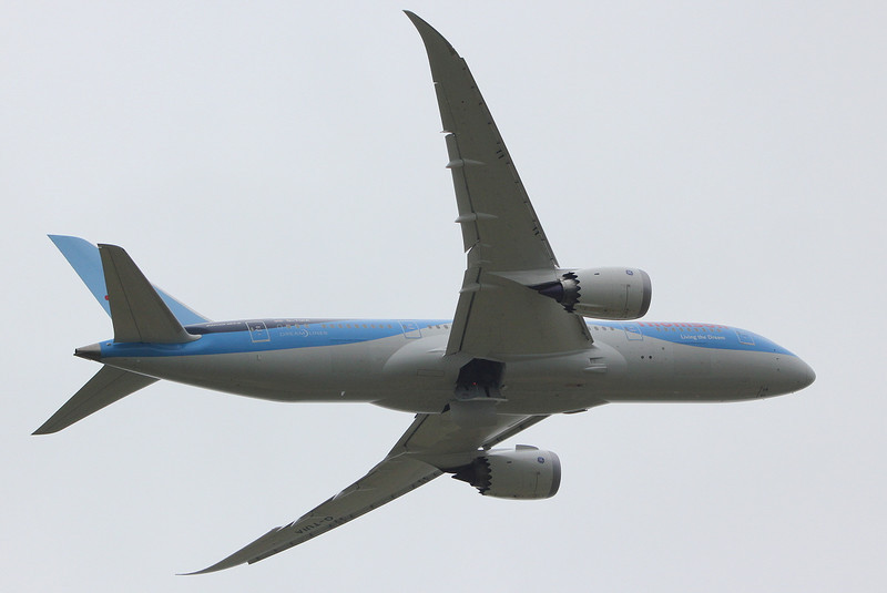 Thomson Airways 787-800 G-TUIA.<br /> By Clive Featherstone.