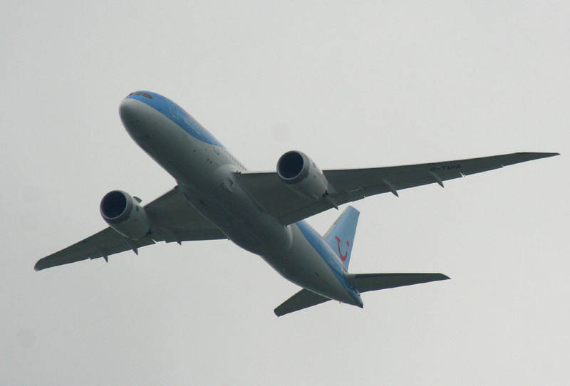 Thomson Airways 787-800, G-TUIA<br /> By Graham Vlacho.
