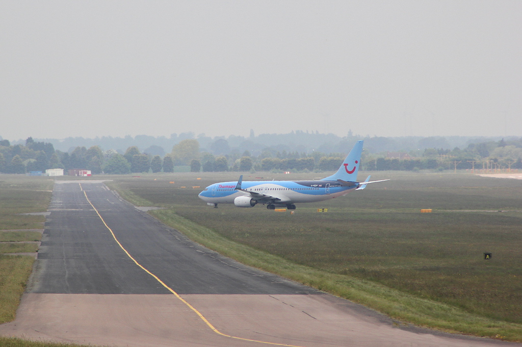 Thomson Airways 737-800 G-FDZF.<br /> By Clive Featherstone.