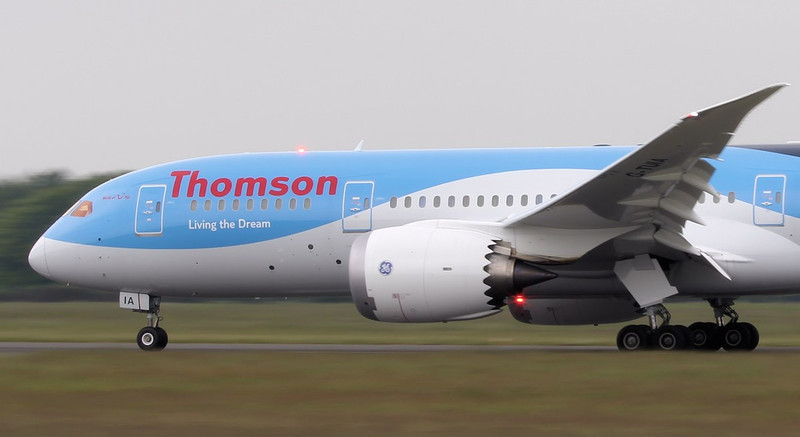 Thomson Airways 787-800 G-TUIA.<br /> By Jim Calow.