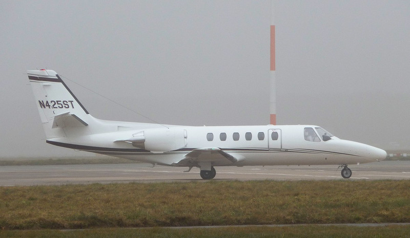 Cessna 550 Citation II, N425ST taxis for departure this morning.<br /> By Correne Calow.