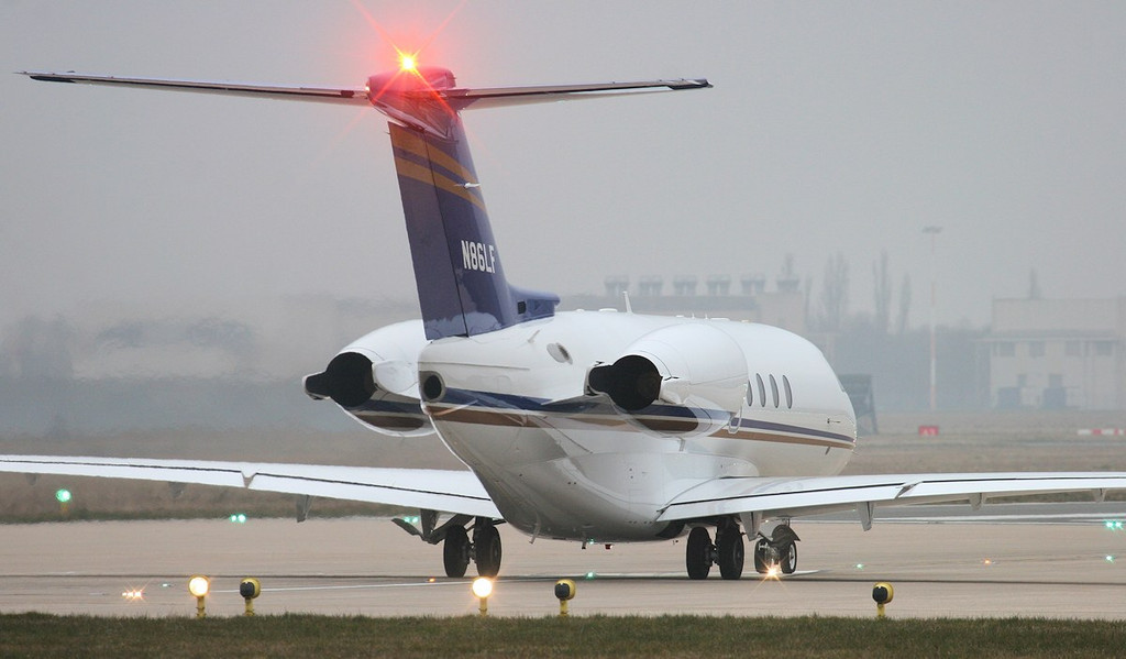 Raytheon Hawker 4000 Horizon, N86LF lined up for departure to Oxford.<br /> By Jim Calow.