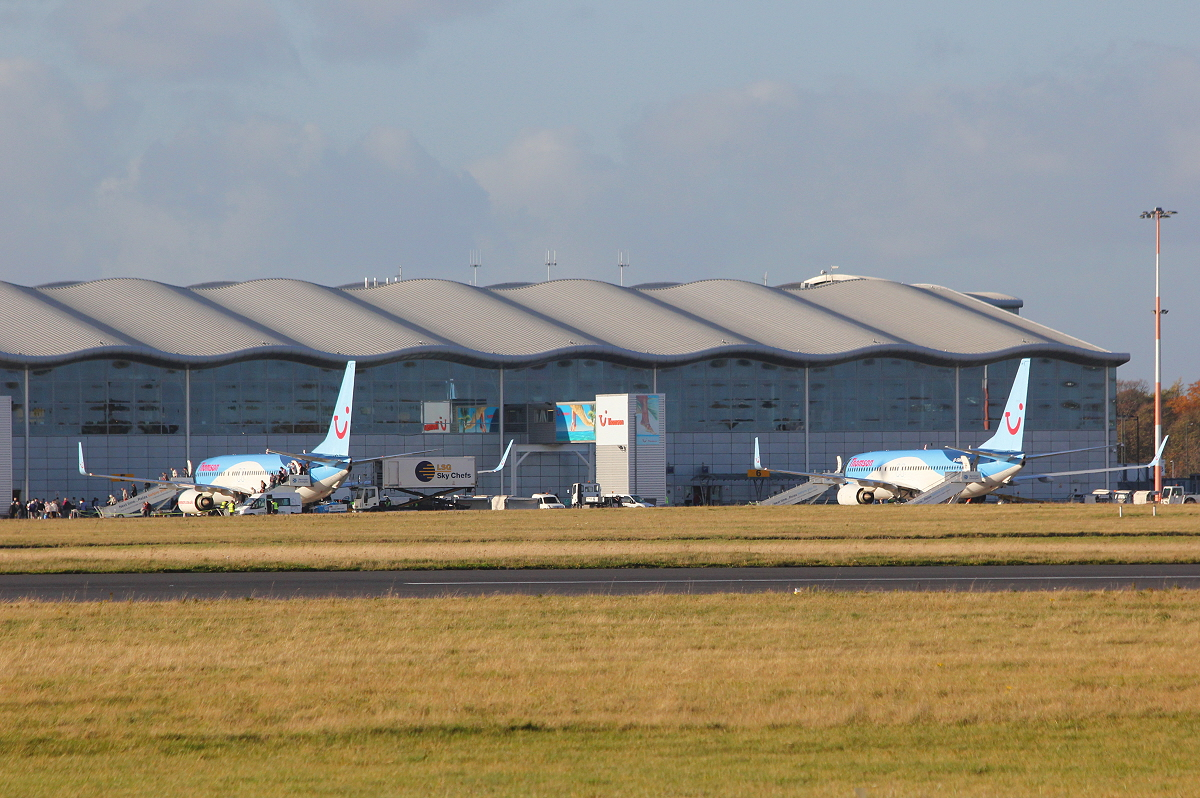 Thomson Airways 737-800's, G-TAWL and G-TAWM<br /> By Clive Featherstone.