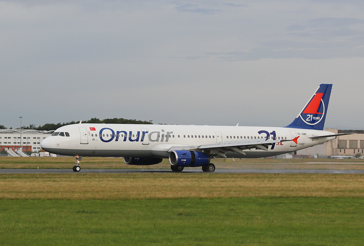 Onur Air A321, TC-OBF.<br /> By Clive Featherstone.