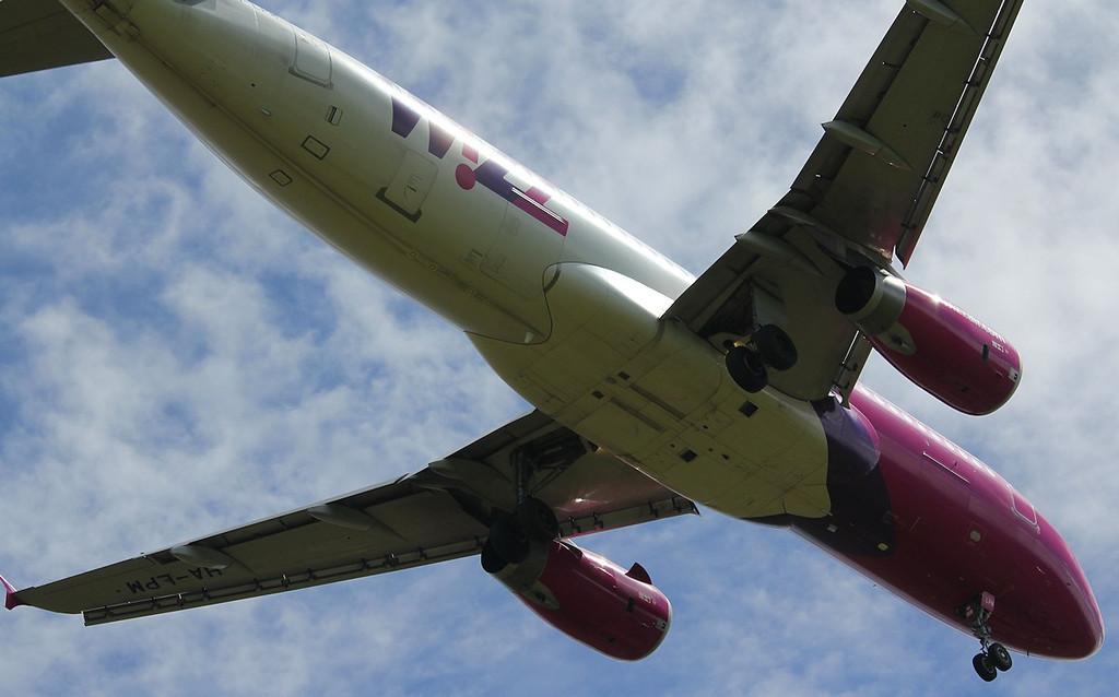 Wizz Air A320, HA-LPM<br /> By Correne Calow.