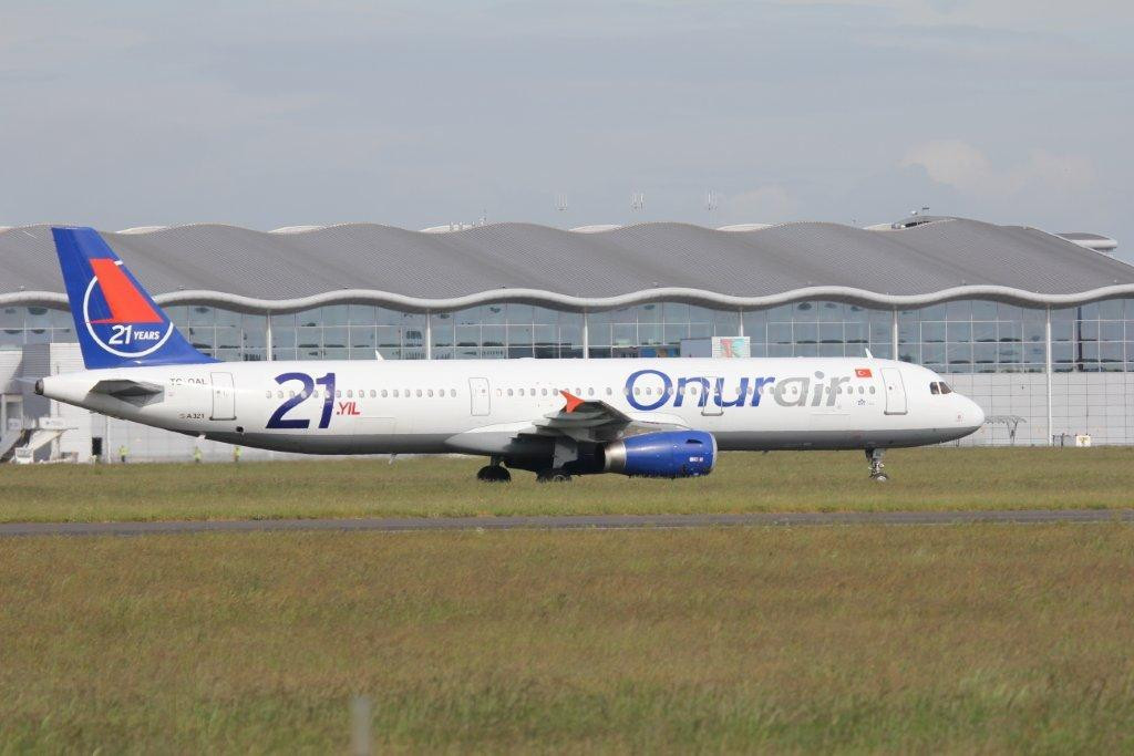 Onurair A321, TC-OAL<br /> By Steve Roper.