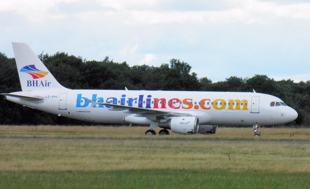 Balkan Holidays A320, LZ-BHC.<br /> By Lez York.