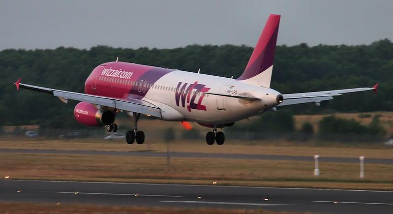 Wizz Air A320, HA-LPS.<br /> By Jim Calow.
