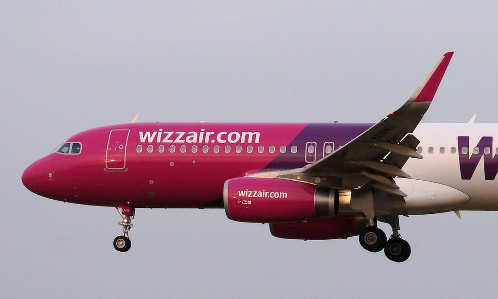 Wizz Air A320, HA-LWU.<br /> By Jim Calow.