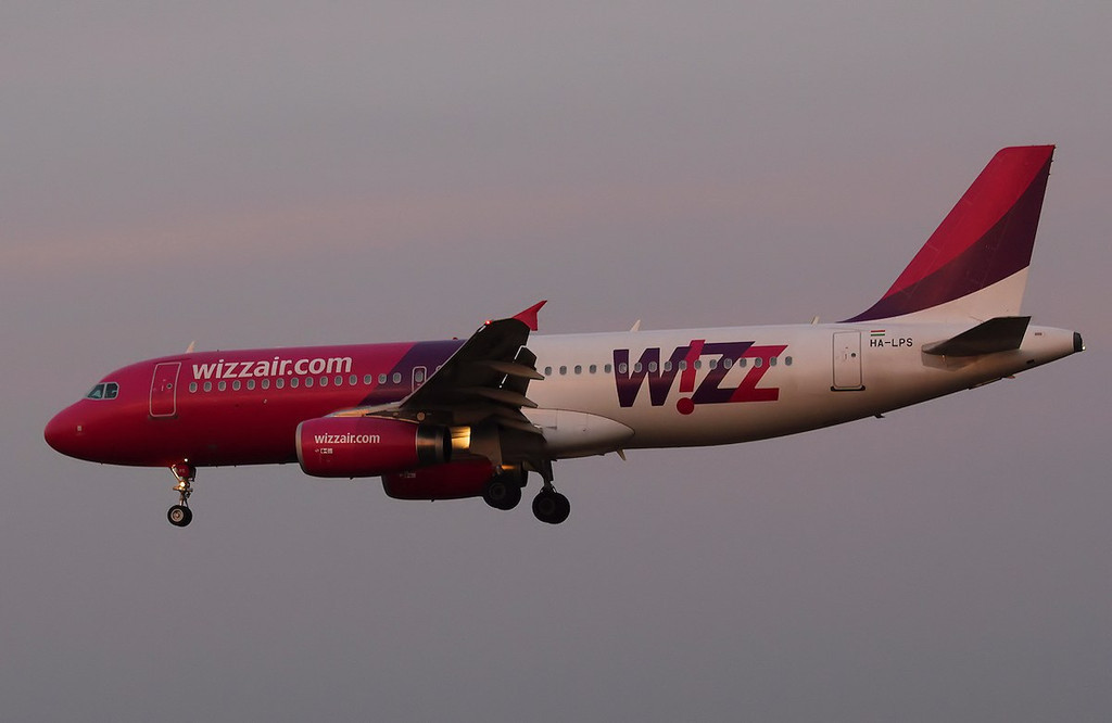 Wizz Air A320, HA-LPS<br /> By Correne Calow.